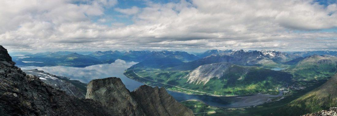 Utsikt over Balsfjorden med Nordkjosbotn nede til høyre