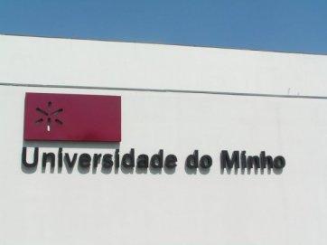 Universitetets logo og navn